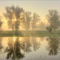 Восход на озере :: Юрий Спасенников