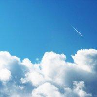 Полет самолета над облаками :: татьяна
