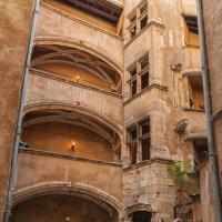 Лион. Старый город.Трабули-внутренний двор. :: Надежда Лаптева