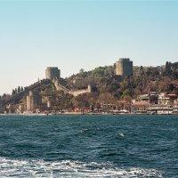 Крепость Румели Хисары на берегу Босфора в Стамбуле :: Ирина Лепнёва