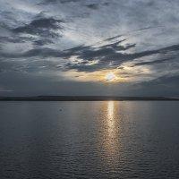 Летний вечер на водохранилище :: Юрий Клишин