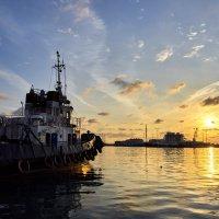 Закат в порту :: Михаил Бабаков