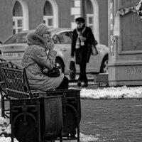 На скамейке :: Евгений Карский