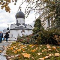 И  Богоматерь  держит  свой  покров над  всеми,  кто  пришёл  сюда  с  молитвой :: Ирина Данилова