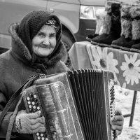 Пенсия бывает и такая... :: Алена Демченко