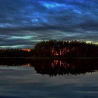 Закатный пожар на озере Саркоярви. :: Владимир Ильич Батарин