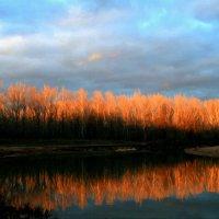 Есть в светлости осенних вечеров умильная, таинственная прелесть... :: Евгений Юрков