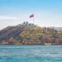 Руины разрушенной крепости Йорос на слиянии Босфора и Чёрного моря в Стамбуле :: Ирина Лепнёва