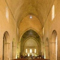 Интерьер церкви аббатства Сенанк :: Руслан Гончар