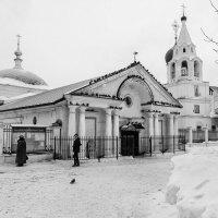 У старого храма :: Владимир Голиков