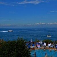 шикарный пляж с бассейном :: Юрий