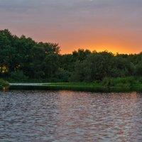 Закат на озере Усовье :: Александр Березуцкий (nevant60)