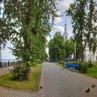 Волжская набережная в тихом провинциальном городе :: Константин