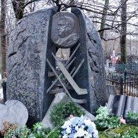 Памятник отцу русского хоккея Тарасову :: Владимир Болдырев
