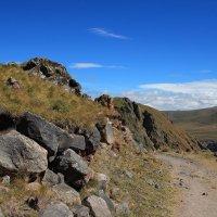 На склонах Эльбруса. Тропа к поляне Эммануэля и Серебряному источнику. :: Vladimir 070549
