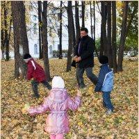 В парке с детьми... :: Дмитрий Петренко