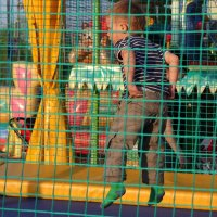 Главное на батуте - штанишки не потерять! :: Владимир Безбородов