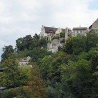 Возвышающийся над водопадом замок Лауфен :: Елена Павлова (Смолова)