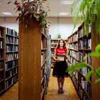 В библиотеке :: Ксюша Гасич