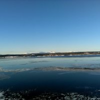 Карпинское море одевается в ледяную рубашку... :: Валерий Жданов
