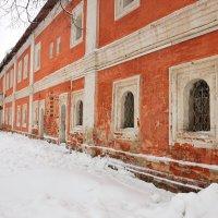 Келейный корпус Спасского монастыря в Ярославле. :: Константин Поляков