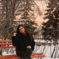 На скамейке :: юрий Амосов