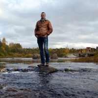 Мой сын... если что!!!???))) Золотая осень на реке Солза, рядом с городом Северодвинском. :: Михаил Поскотинов