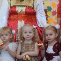 Девушки с яблоками 2 :: A. SMIRNOV