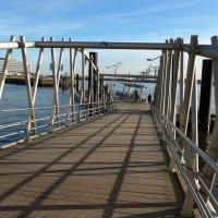 Смотровая площадка филармонии Гамбурга (серия). Мост - переход на пристань :: Nina Yudicheva