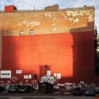 Красная стена :: Николай