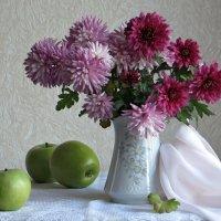Букет и зелёные яблоки :: Татьяна Смоляниченко