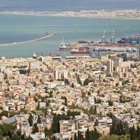 Вид на Хайфу со смотровой площадки горы Кармель :: Владимир Брагилевский