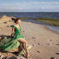 Женщина всегда чуть-чуть, как море. Море в чем-то женщина чуть-чуть. :: Райская птица Бородина