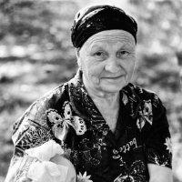 Нету бабушки чудесней, хорошо с тобою вместе ... :: Евгений Юрков