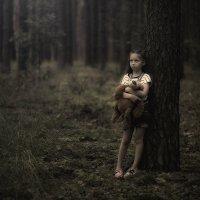 Девочка в лесу :: Сергей