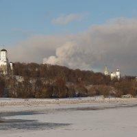 Коломенское с другой стороны реки :: Григорий