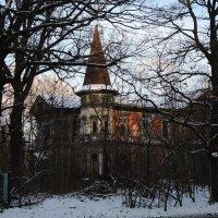 Дом у дороги. Пока не сгорело... :: sv.kaschuk