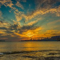 Закат над бухтой Севастополя :: Александр Пушкарёв