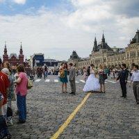По желтой линии... :: Андрей Головкин