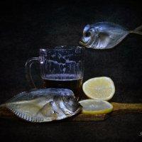 С пивом и рыбкой :: Галина Galyazlatotsvet