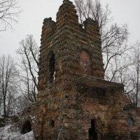 Декоративная трехъярусная башня-руина. Архитектор П. С. Садовников :: Елена Павлова (Смолова)