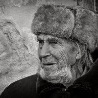 У старой стены... :: Юрий Гординский