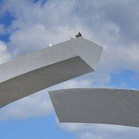 Памятник «Разорванное кольцо» (фрагмент). :: Anna Gornostayeva