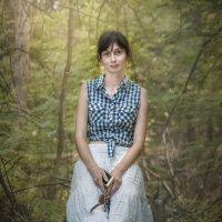 Девушка на лесной полянке :: Константин Земсков
