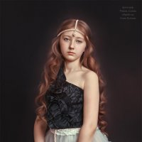 Девочка на коричневом фоне :: Анна Долгая