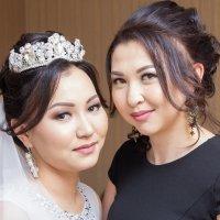 невеста с подругой :: Константин Непейвода