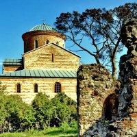 Храм в ПИцунде :: Vladimir Lisunov