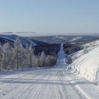 Белой лентой дорога вьется... :: Юрий Харченко