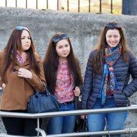 три девицы и их реакции :: Олег Лукьянов
