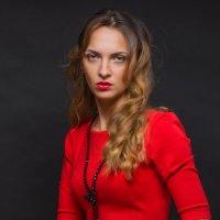 Маленькое красное платье :: Анатолий Тимофеев